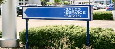 汽车销售、服务和零件 库存照片