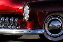 汽车镀铬物经典防御者红色射击 免版税库存照片