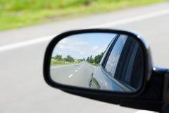 汽车镜子后视图 免版税库存图片