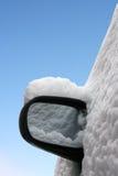 汽车镜子在查出的冬天 图库摄影
