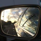 汽车镜子视图 免版税库存图片