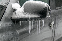 冻汽车镜子 免版税库存照片