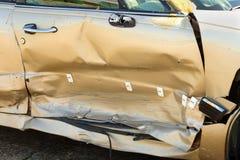 汽车门捣毁了 免版税库存图片