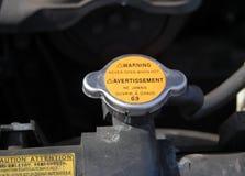 汽车水冷却散热器的盖子 免版税库存照片