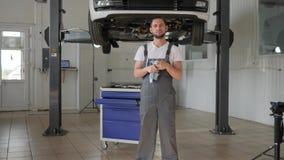 汽车维护,画象专业技工,修理驻地 影视素材