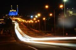 汽车轻的足迹在马斯喀特,阿曼 免版税库存图片