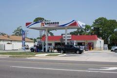 汽车结转您的加油站 免版税库存照片