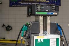 汽车结转您的加油站 免版税图库摄影