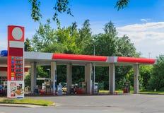 汽车结转您的加油站 免版税库存图片