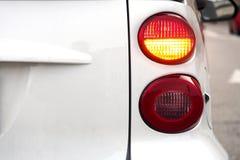汽车 闪动的转弯信号 免版税库存图片