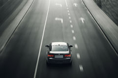 汽车BMW在柏油路的小轿车E92驱动在城市米斯克,白天的白俄罗斯 免版税库存照片