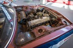 汽车BMW E9 Coupe的一个肮脏和瑕疵引擎, 1970年 免版税库存图片