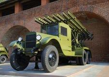 汽车RSZO在巨大爱国战争的军用设备的博览会的BM-13卡秋沙在克里姆林宫Nizhegorodskom的 免版税库存图片