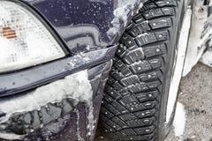 汽车studet新的保护者在冬天疲倦 库存照片