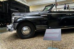 汽车ZIS 110 B从年1952站立 免版税图库摄影