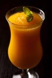 汽酒和橙汁与冰喝 库存图片