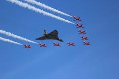 沃尔坎火山轰炸机和红色箭头 免版税库存照片
