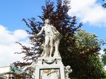 沃尔夫冈・阿马德乌・莫扎特雕象在Burggarten,维也纳 免版税库存照片