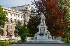 沃尔夫冈・阿马德乌・莫扎特,春天雕象  Burggarten,维也纳, A 免版税库存图片