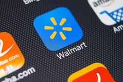 沃尔码在苹果计算机iPhone x屏幕特写镜头的应用象 沃尔码app象 沃尔码 com多民族零售公司 免版税库存图片