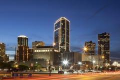 沃思堡街市在晚上 得克萨斯,美国 免版税库存图片