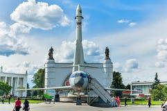 沃斯托克火箭和TU-134飞机。莫斯科,俄罗斯 免版税库存图片