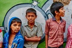 沃林达文, 2016年10月22日:小组在街道上的男孩,在Vrin 免版税图库摄影