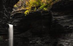 沃特金斯幽谷小瀑布洞穴 免版税库存图片