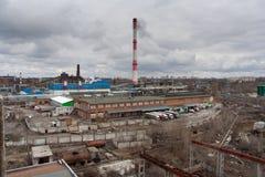 沃罗涅日工业区都市风景  从屋顶的看法 免版税库存照片