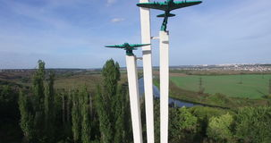 沃罗涅日,俄罗斯,对第二次世界大战的飞机的纪念碑 农村的横向 通风 影视素材