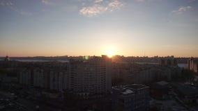 沃罗涅日,俄罗斯-大约2017年3月:在日落,沃罗涅日市的都市都市风景 股票视频