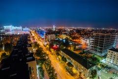 沃罗涅日,俄罗斯- 2017年9月17日:街市沃罗涅日空中夜的视图  库存照片