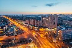 沃罗涅日,俄罗斯- 2017年3月04日:晚上从屋顶的沃罗涅日都市风景 对Leninskiy远景的看法 免版税图库摄影