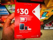 沃达丰sim卡片30美元预付的起始者组装在所有电话、片剂和调制解调器运作 免版税库存照片