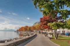 沃韦,瑞士- 2015年10月29日:堤防风景在沃韦,沃州小行政区  库存照片