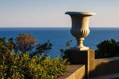从沃龙佐夫宫殿大阳台的海视图  库存照片