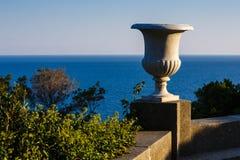从沃龙佐夫宫殿大阳台的海视图  图库摄影