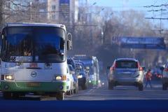 """沃洛格达州,俄罗斯†""""3月10日:2014年3月10日的公共交通工具公共汽车 图库摄影"""