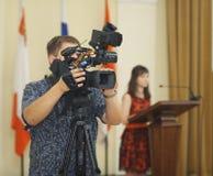 沃洛格达州,俄罗斯- 6月06 :摄影师在2014年6月06日的沃洛格达州射击事件 图库摄影