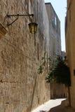 沈默城市 冷清的街道 姆迪纳 老城镇 观光的马耳他 库存照片
