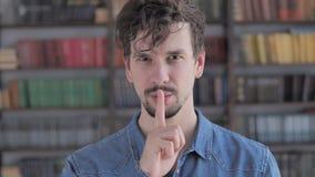 沈默,沈默姿态由偶然年轻人 股票视频