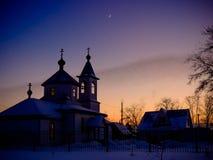 沈默冬天夜在村庄 免版税库存图片