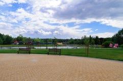 沈默天在美丽的公园 免版税库存图片