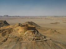 沈默琐罗亚斯德教的埋葬地方,亚兹德伊朗塔  免版税库存图片