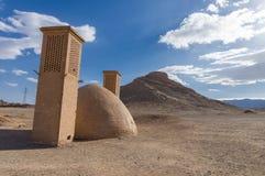 沈默琐罗亚斯德教的塔在Yazd,伊朗 库存照片