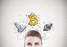 沉思妇女s头, cryptocurrency bitcoin 库存图片