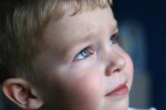 沉思的孩子 免版税库存照片