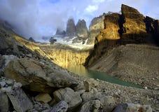 沉思的托里斯del潘恩,智利 免版税图库摄影