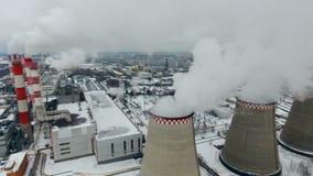 阴沉的多云天气的污染工厂 直升机射击 股票录像
