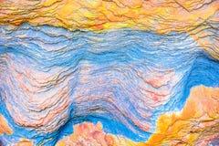 """沉积â€的储积形成的五颜六色的水成岩""""自然岩石层数背景、样式和纹理- 库存图片"""